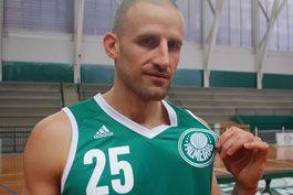 Italo-argentino,-reforco-do-Verdao-no-basquete-segue-tendencia-do-campo